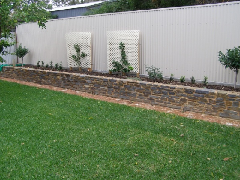 Fences and retaining walls authentic stone - Stone fences garden designs ...
